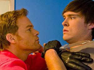 THE SINCEREST FORM OF ANNOYANCE: डेक्स्टर (Michael C. Hall) tries to convince Zach (Sam Underwood) to stop imitating him.