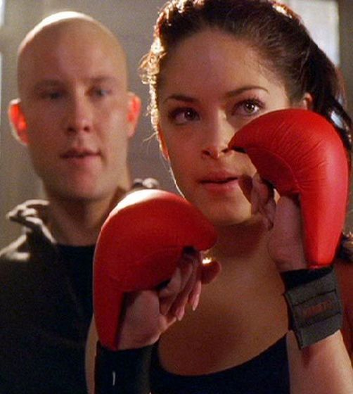 Lex teaches Lana how to defend herself