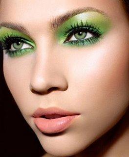 Flora's makeup