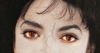 His red eyes <3