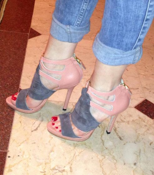 Grey Suede Heels worn door a valued customer, door Susie Sawaya Sydney