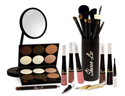 The Makeup Kit Used In Maris' Photoshoot