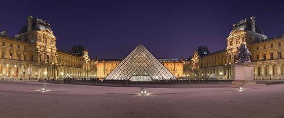 Visiting The L'uorve In Paris