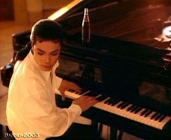 Serenading Maris At The piano