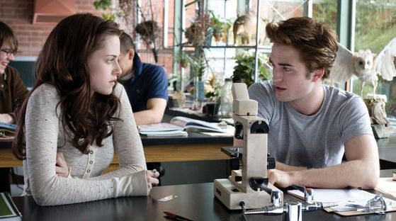 Edward and Bella in Biology