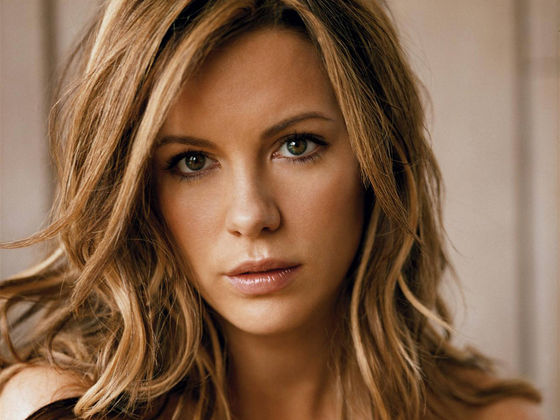3) Kate beckinsale is a absolutly stunning english actress. She is why the word charming exists. Not only does she have a very sexy and eloquent accent but she has a smile that could melt the coldest heart.