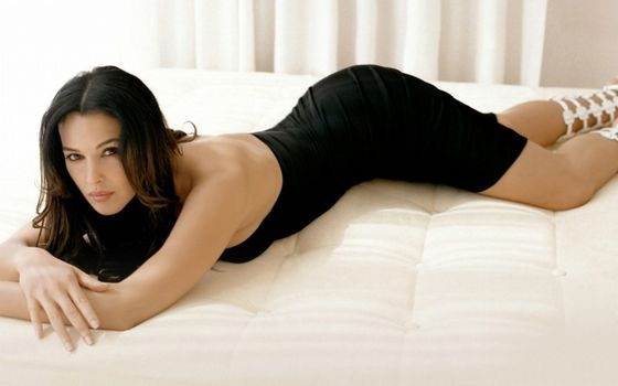 5) Monica belluci is quite simply a walking male fanatasy. Not only is she a classy Italian actress but lets face it; she's so hot the screen is smuldering.