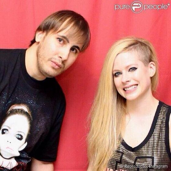 Avrils american fans have better luck during meet greets avril they forked over some 200 to meet her this time around fans got to get close and even put their arms around avril resulting in a few good photos m4hsunfo