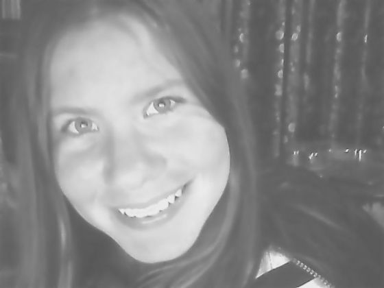 This is me (not a very good 사진 because it's black and white) I think this 사진 was taken last 년 또는 something, I look younger