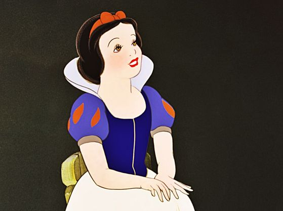 Princess Snow White is at the oben, nach oben Spot of Mary's Favorit Disney Princess List.