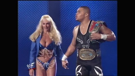 Debra defies Jarrett por coming back out with D'Lo Brown!