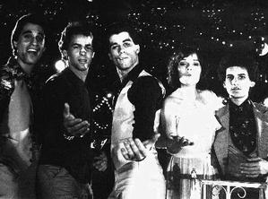 (da sinistra a destra) Joey, Double J, Tony Manero, Stephanie e Bobby C