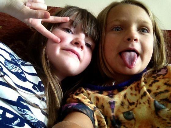 Let me take a selfie! Click!!