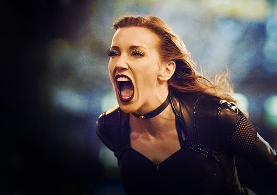 Описание of Black Siren: Prideful personality, cool black costume, typical bad guys intonation (Katie Cassidy did it superbly), sonic scream powers, and crumbling-buildings hobby.