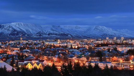 Reykjavik द्वारा night.