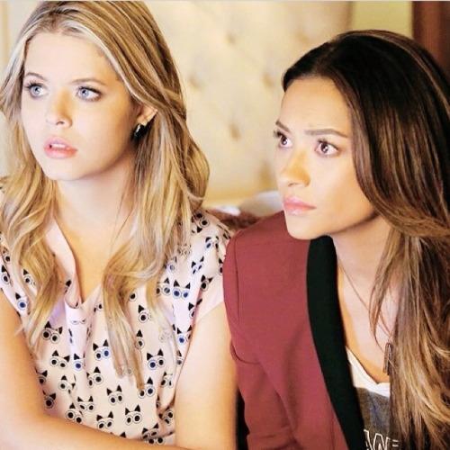 Alison/Emily - Pretty Little Liars