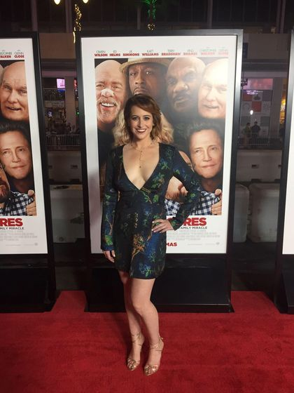 "Sarah Skeist at the red carpet premiere of ""Father Figures"""