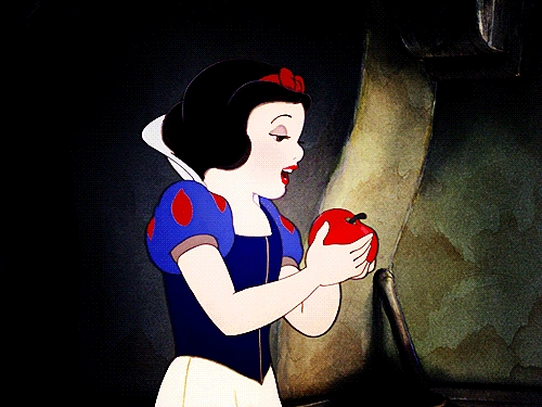 I also try to be kind to those who may have wronged me in my life, and people may see me as naïve 或者 gullible as I do tend to give people many 秒 chances, so I relate to Snow White in that way.