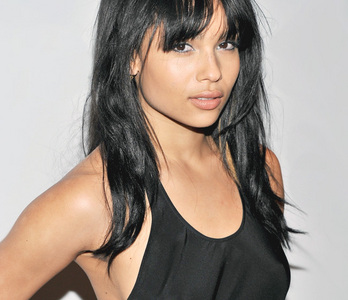 Alot of people seem to think Zoe Kravitz isn't attractive. I happen to think so. Eh different opinion