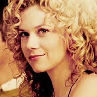 <b> दिन 1: Favourite lead female character ? </b> Peyton Sawyer [OTH]