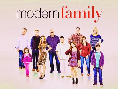日 01 - お気に入り sitcom [b] Modern Family[/b]