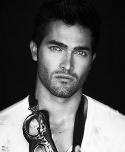 دن 4 - Hottest actor Tyler Hoechlin