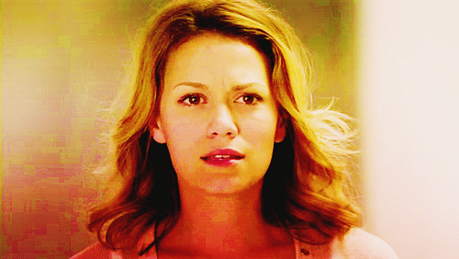 日 30 - A character あなた can relate to [b] Haley James Scott[/b] ( One 木, ツリー 丘, ヒル )