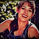 I made a few Amy Jo ícones a while back so I'll enviar a few to get things started.