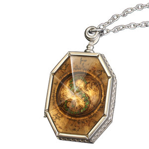 sorry for not doing it yesterday i forgot :3 ngày seven: Slytherin's locket