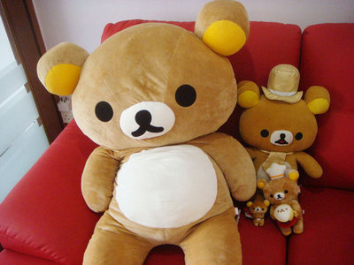 The bear in the back its Rilakkuma! ^^