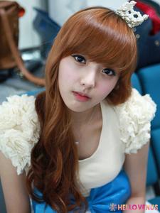 Round 6: Yoonjo wearing black 1st place: 10 complimenten 2nd place: 3 complimenten 3rd place: 1 compliment Winners: