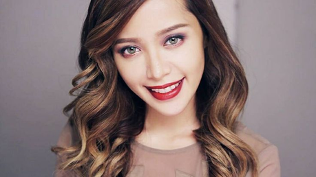 Michelle Phan He began in the afternoon, made videotutoriales makeup and [url=http://tips-para.com