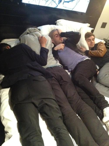 ROUND 4 OPEN:-Post of a pic of them oder a member sleeping:D