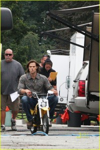 Okay so this is the only good one I could find: Next: Post a picture of Jared and Jensen hanging