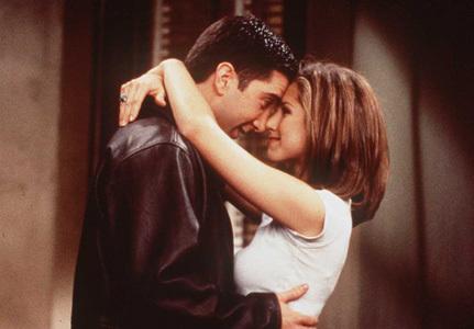 the first:round 1:Ross και Rachel φιλιά !!