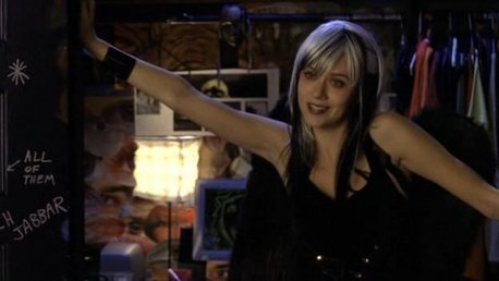 "Peyton Sawyer as ""The ángel Of Death"""