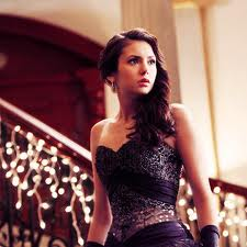 I Liebe this Dress and Elena is looking so pretty in it!
