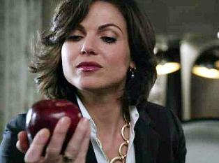 ngày 2- Your yêu thích Female Character Regina/TheEvil Queen
