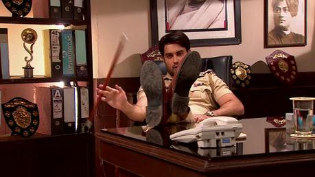 RK : kanoon ke hath bahut lambe hai.. thappad marunga tumhare gaal par!Tum aai to apni marzi se.. pa