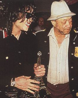 Michael with his longtime friend and then-Head Of Security, Bill Bray in the early-90's