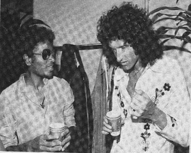 MJ and Brian May, the guitarist from কুইন :)