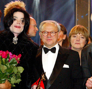 Here is another one! Michael and... Angela Merkel!!! :D I don't know who is the man in the middle.
