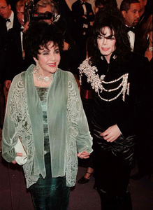 Michael escorting Elizabeth Taylor to birthday party in 1997