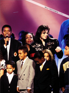 Gladys Knight with Michael and his family back in 1994