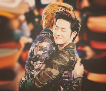 Here sis xD Suho hugging Kris ^-^