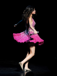There आप go! I want a pic of Selena in sandals