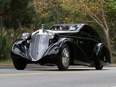 Cadence would drive a 1925 Rollys Royce Ghost. What about क्वीन Chrysalis?