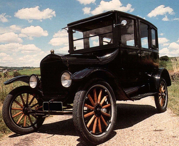 Clyde would drive a 1920 Ford T-model. What would Twilight's dad drive?