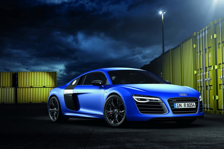 Luna would drive a 2013 アウディ R8 V10 Plus. What would Celestia drive?
