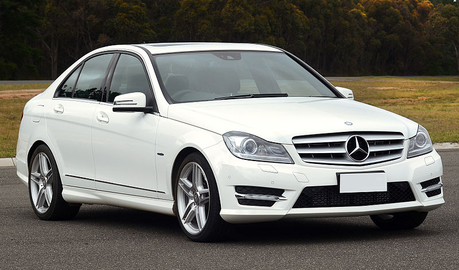 táo, apple Strudel would have a Mercedes-Benz C-Class.What would Flash Century have?